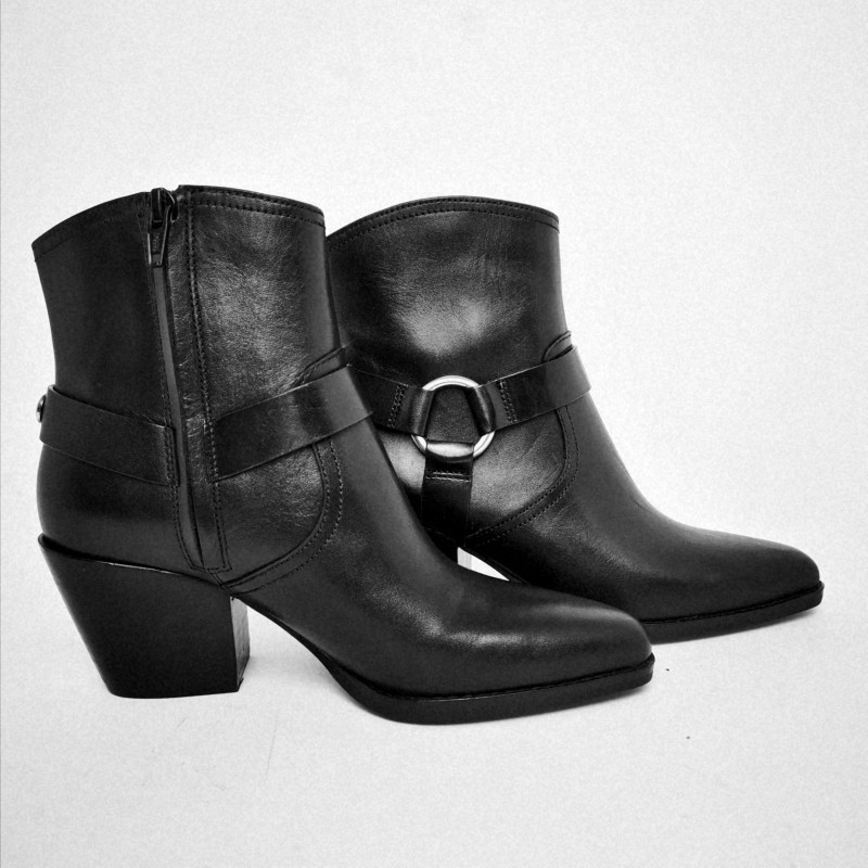 MICHAEL BY MICHAEL KORS - Ankle boot in leather with studs