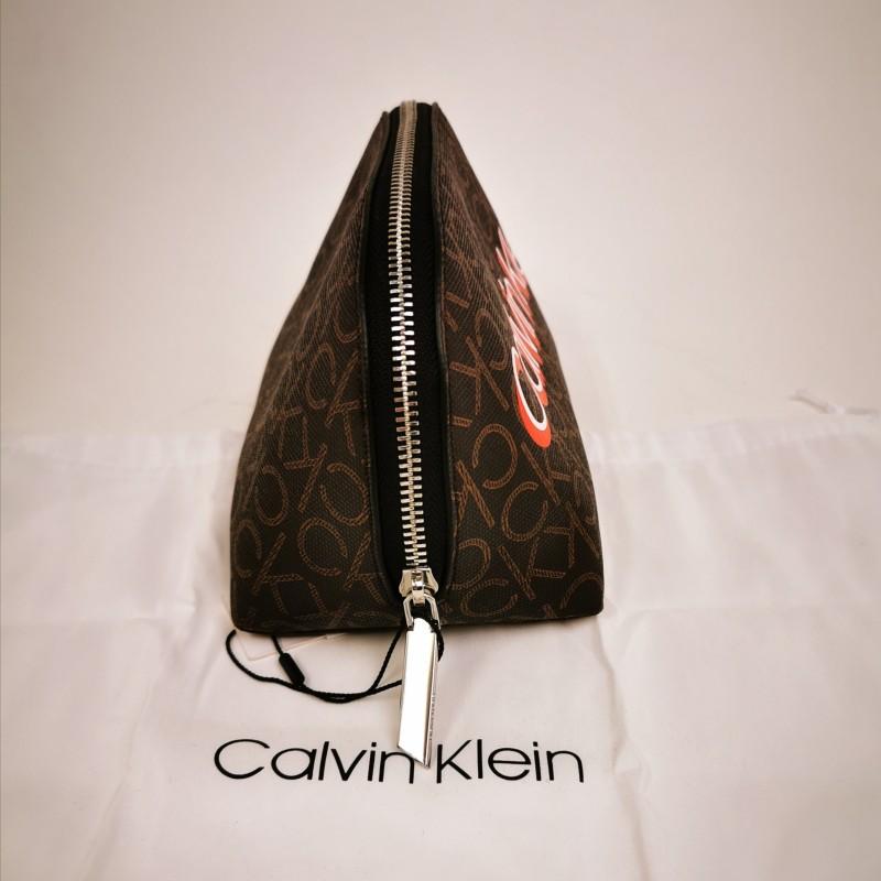 CALVIN KLEIN - Beauty-case Monogram in pelle - Brown