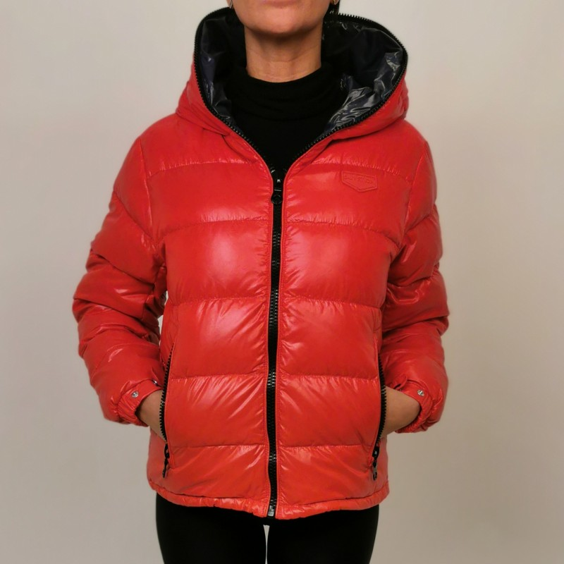 DUVETICA -  KUMA Quilted short jacket with hood - Scarlet