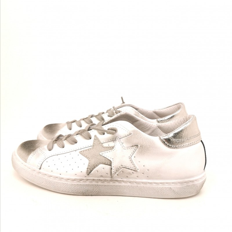 2 STAR - Sneakers in pelle effetto used - Bianco/Nero
