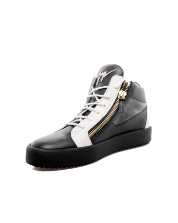 GIUSEPPE ZANOTTI - Glossy effect Sneakers with white laces - Black