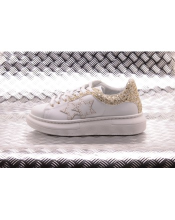2 STAR - Sneakers Low with Glitter Details  - White/Gold