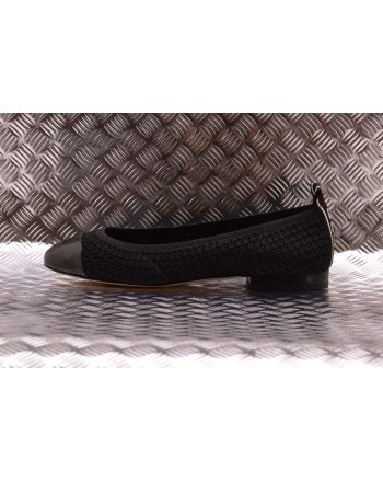 MICHAEL BY MICHAEL KORS -  Low Vicky shoe in knitted fabric with logo - Black