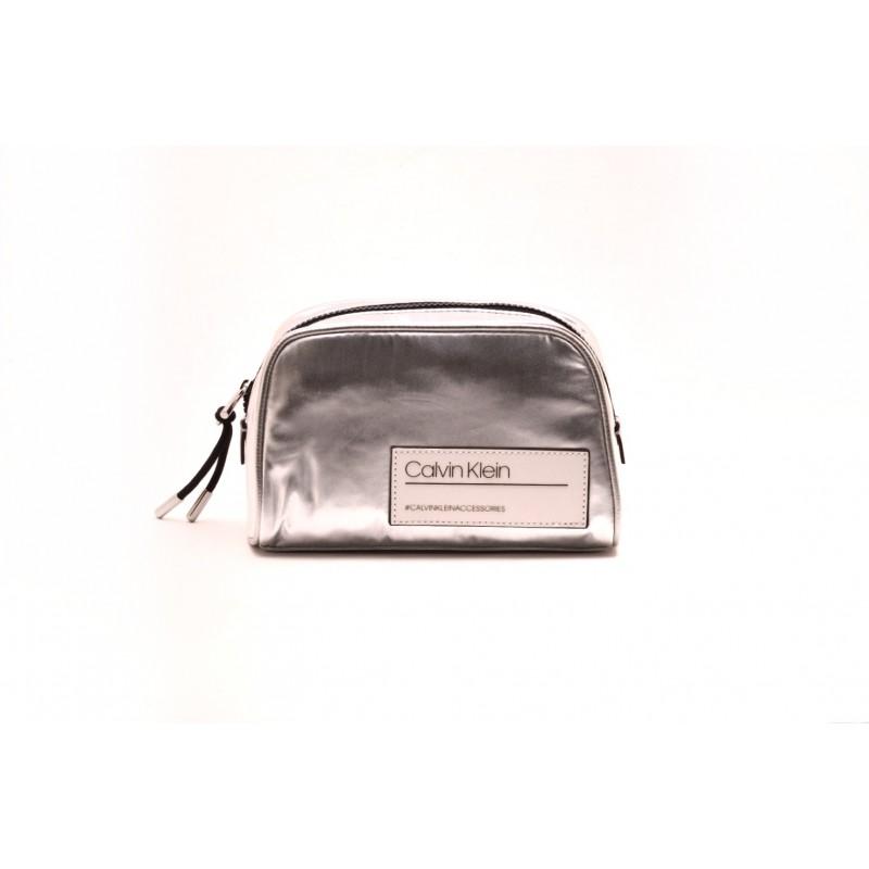 CALVIN KLEIN - Logo Beauty Case - Silver